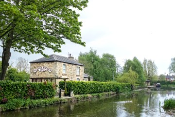 Savick House Lancaster canal bridge 13 Preston Lancashire walk towpath