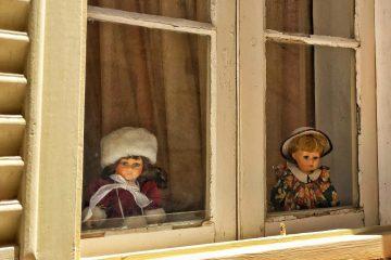 dolls window Malta
