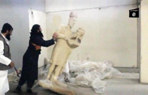 648x415_capture-ecran-video-diffusee-groupe-etat-islamique-montrant-jihadistes-detruisant-statues-musee-mossoul