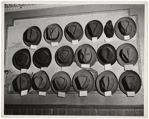 Weegee-Hats-in-a-pool-room-by-We-0151