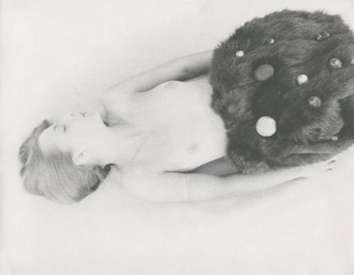 josef-breitenbach-untitled-female-nude-with-dark-fur-and-ornaments-1940s