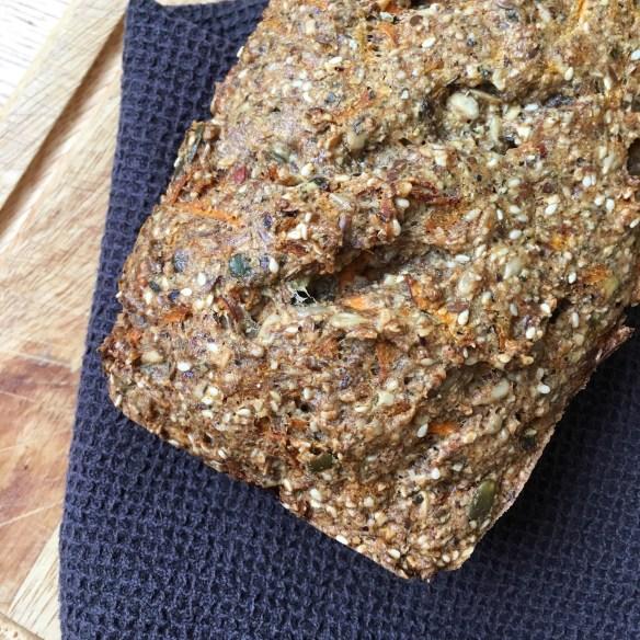 Saftig steinalderbrød med gulrøtter