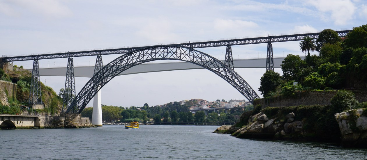 The old Ponte Dona Maria railway bridge with the newer railway bridge in the background. Look to the left as you arrive at Porto Campanha for a beautiful first glimpse of the Douro.