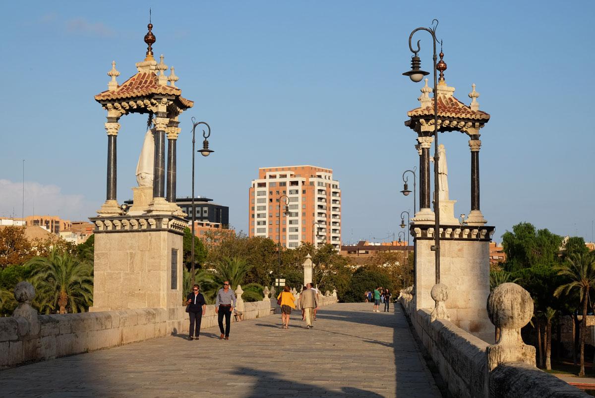 The 16th century Puente del Mar