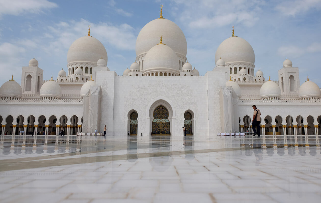 The huge courtyard at the Sheikh Zayed Grand Mosque