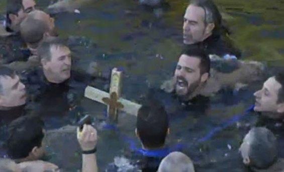 Πραγματοποιήθηκε ο Αγιασμός των υδάτων στον Πειραιά με παρουσία του Προέδρου της Δημοκρατίας,