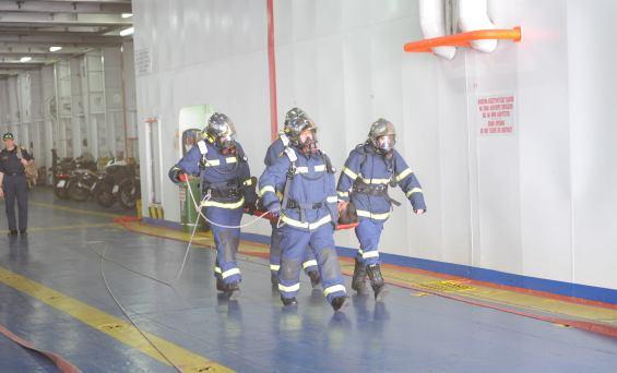 Με επίγειες και πλωτές πυροσβεστικές δυνάμεις στο Μεγάλο Λιμάνι εξασκηθήκαμε στην πυρόσβεση και διάσωση στο ΚNOSSOS PALACE