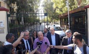 Ελεύθεροι αφέθηκαν μετά τη μεταφορά τους στην Ευελπίδων ο εκδότης του «Φιλελεύθερου» Θανάσης Μαυρίδης, ο Διευθυντής Παναγιώτης Λάμψιας και η Αρχισυντάκτης του πολιτικού ρεπορτάζ Κατερίνα Γαλανού