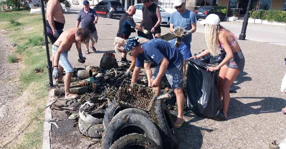 Ο Ομιλος Αυτοδυτών Λουτρακίου πραγματοποίησε θαλάσσιο καθαρισμό  στο καλαμάκι του ισθμού
