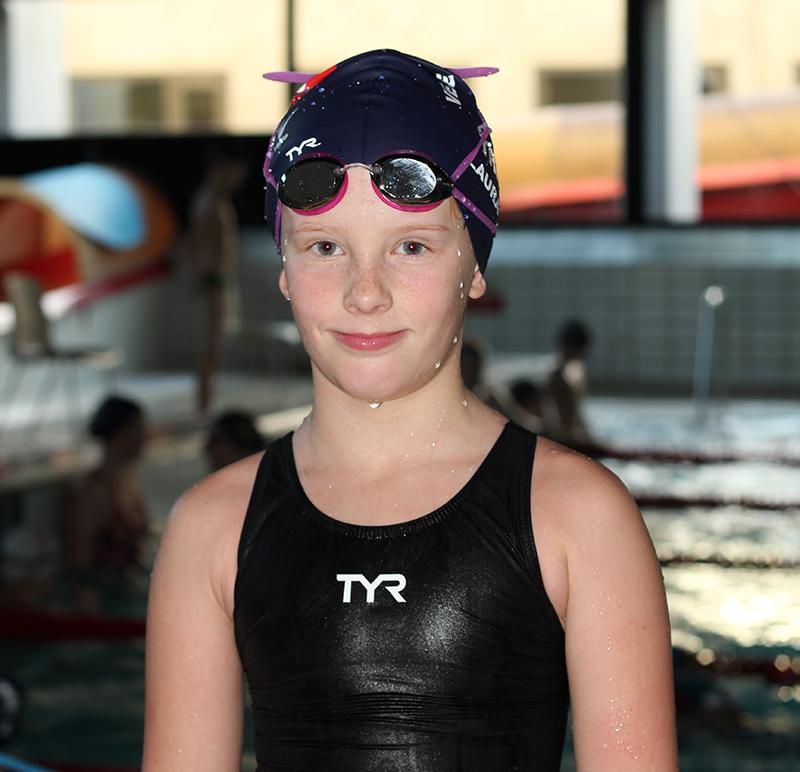 Laura Vibe svømmer