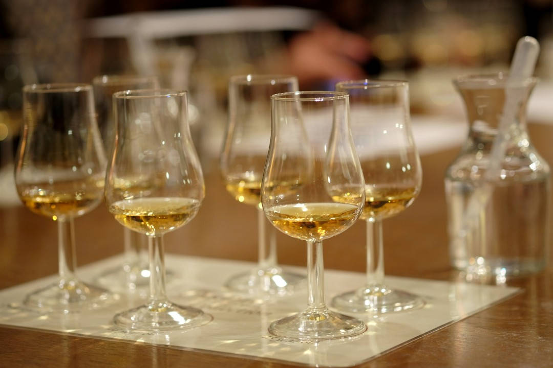Og vi andre drar på whiskysmaking. Man er tross alt i Skottland.