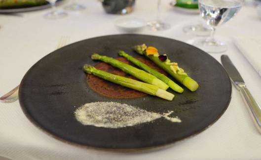 Slik serveres aspargesretten