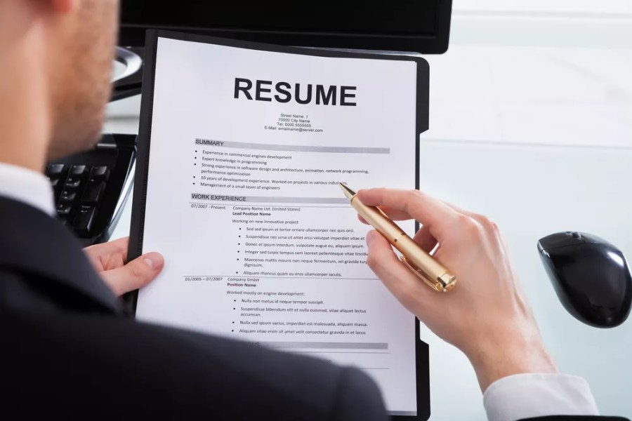 How to Write Compelling Resume   LinkedIn Profile Bullets   HELLMANN     How to Write Compelling Resume   LinkedIn Profile Bullets