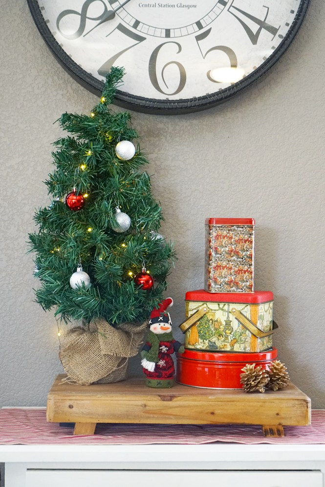 christmas decorating tips - vintage christmas tins