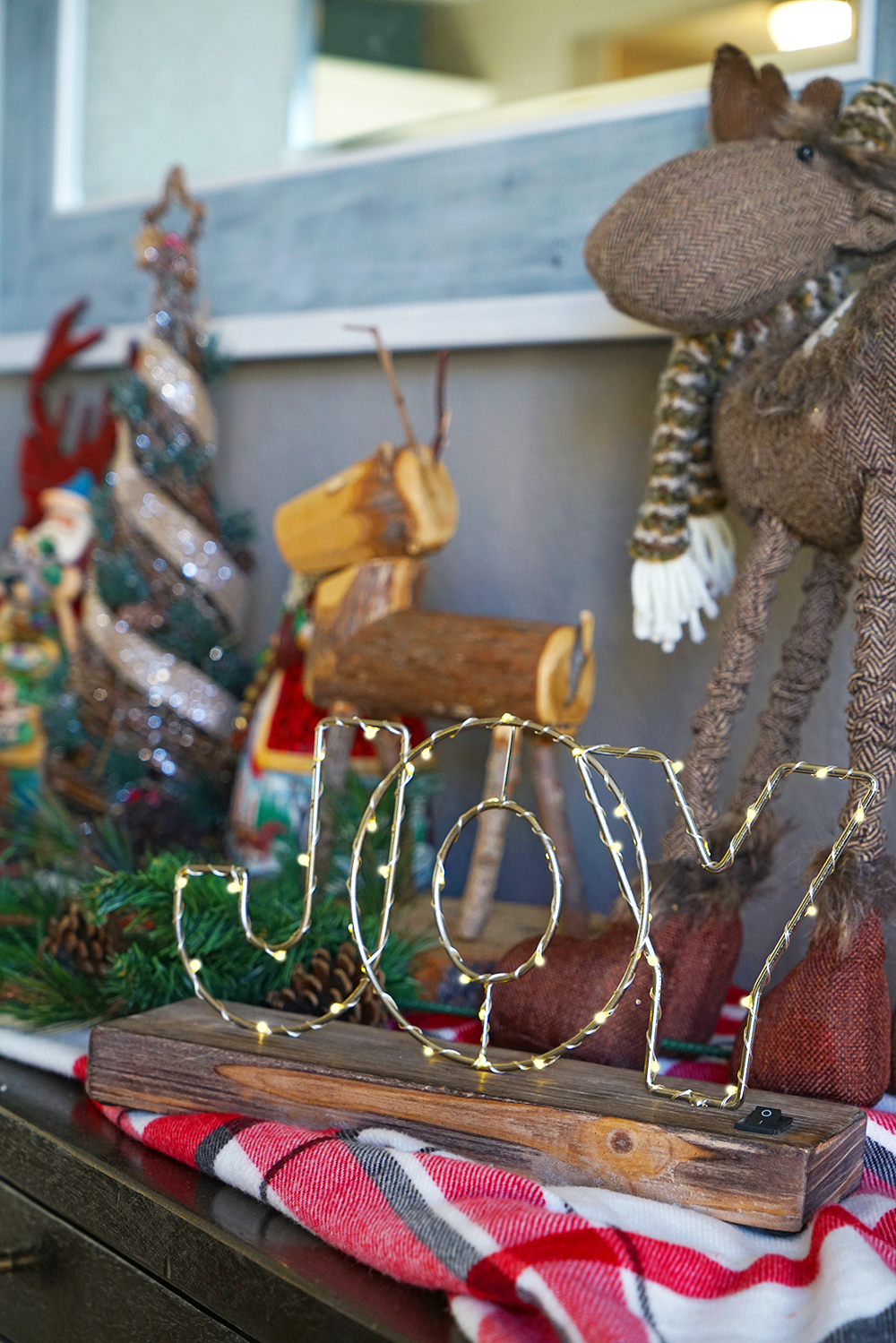 christmas decorating tips - buffet table with christmas light sign