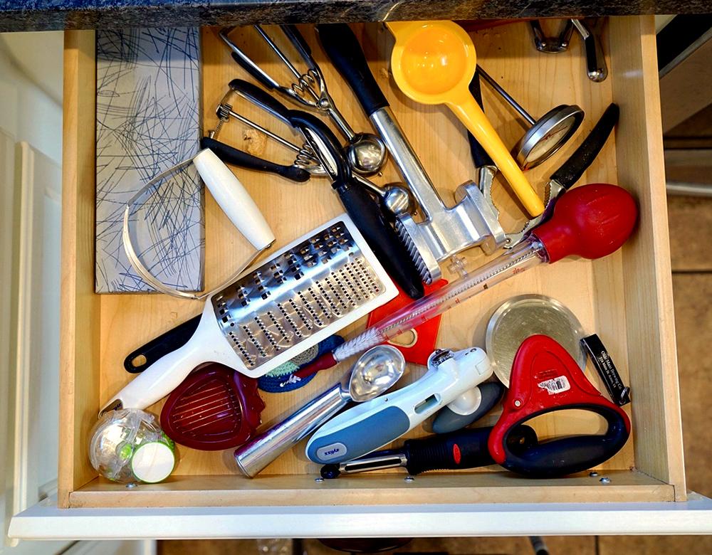 kitchen organization ideas - kitchen utensil drawer before