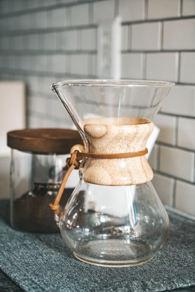 minimalist kitchen tips - chemex coffee maker