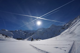 Blauer Winterhimmel in Sportgastein