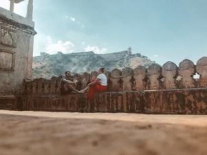 Pärchen vor Fort Amber in Jaipur