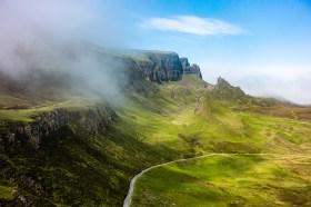 Quiraing mit dramatischen Wolken auf der Isle of Skye