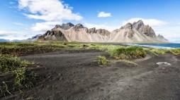 Das Vestrahorn bei schönem Wetter im südosten Islands