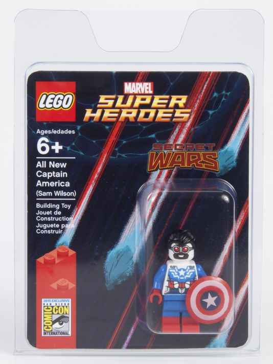SDCC 2015 LEGO Marvel Super Heroes Exclusive Sam Wilson box