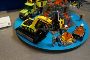 LEGO City 60124 Volcano Exploration Base 3