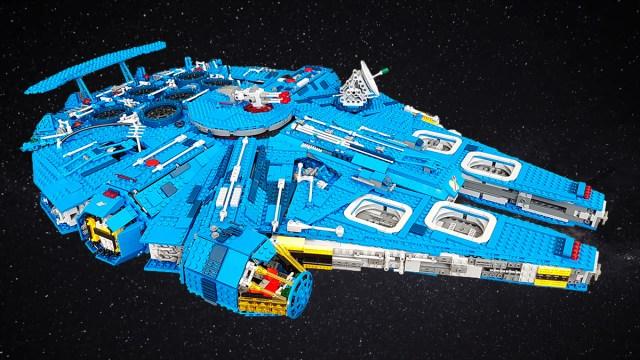Millennium Falcon UCS LEGO Classic Space