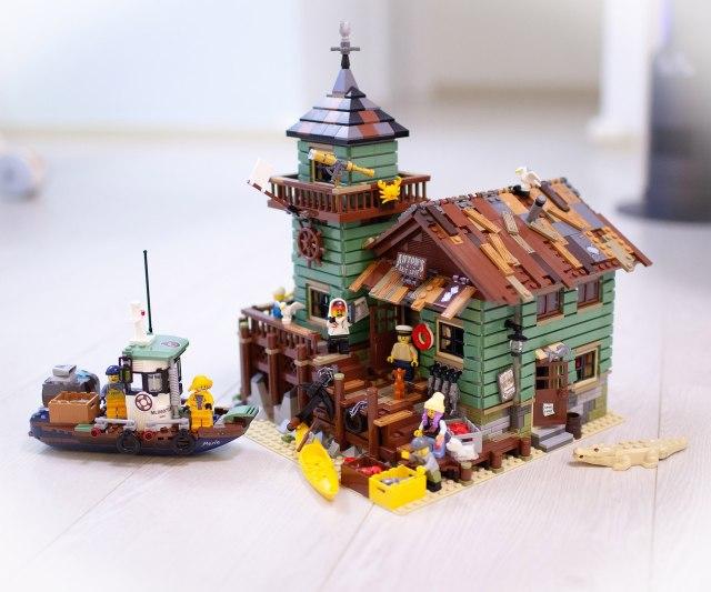 LEGO Hidden Side boat Old Fishing Store