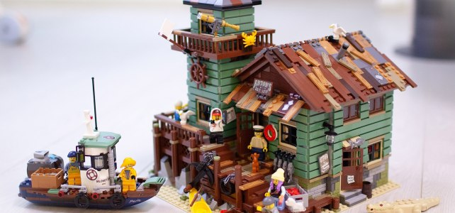 LEGO Hidden Side boat Old Fishing Store