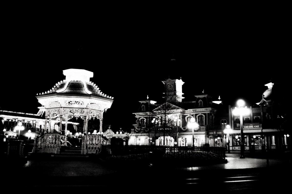 disneyland-paris-black-white-20