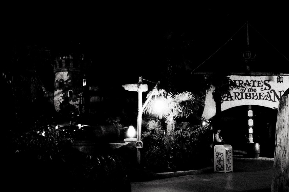 disneyland-paris-black-white-3