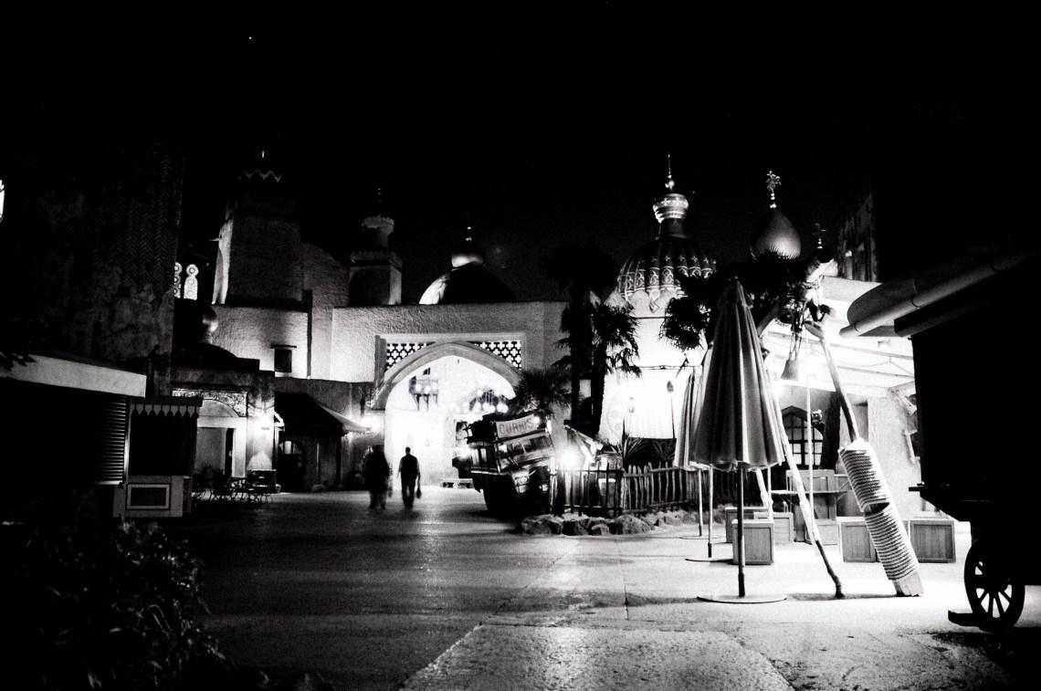 disneyland-paris-black-white-7