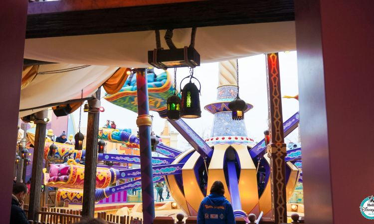 Flying carpets over Agrabah - Disneyland Paris