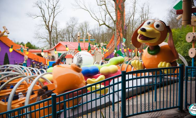 Slinky Dog Zigzag Spin - Disneyland Paris