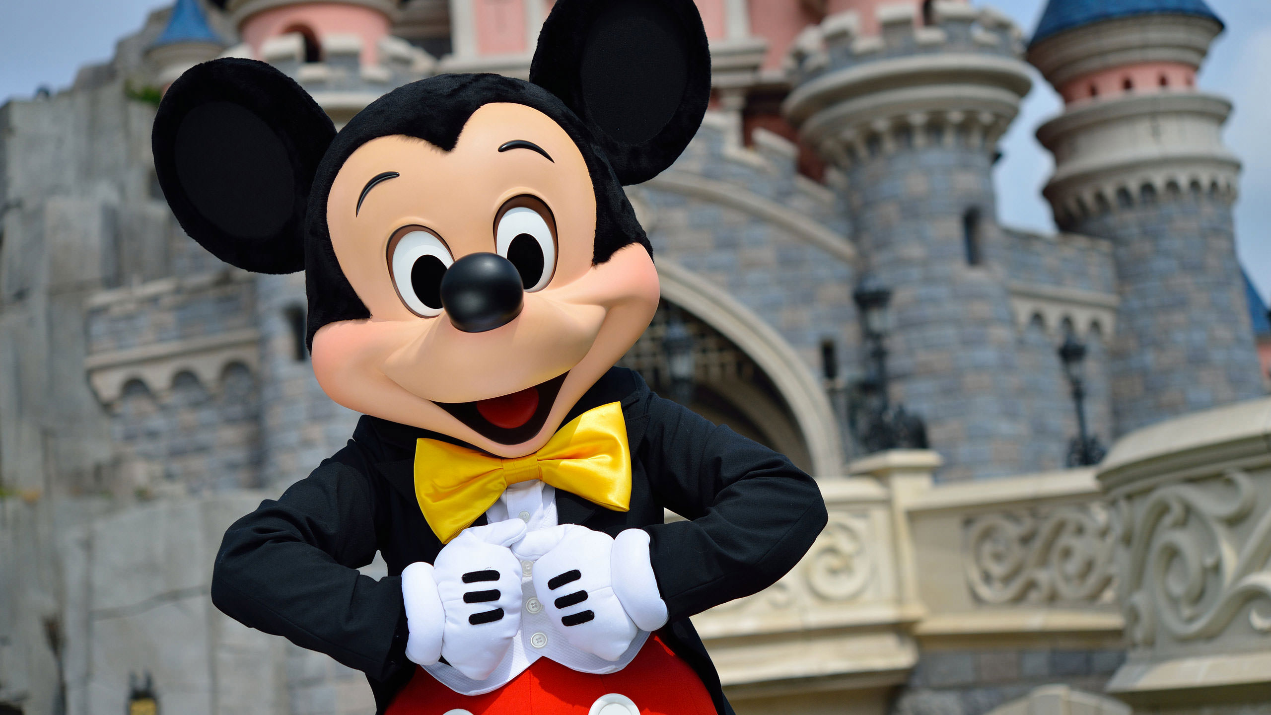 Joyeux Anniversaire Mickey A Disneyland Paris Hello Disneyland