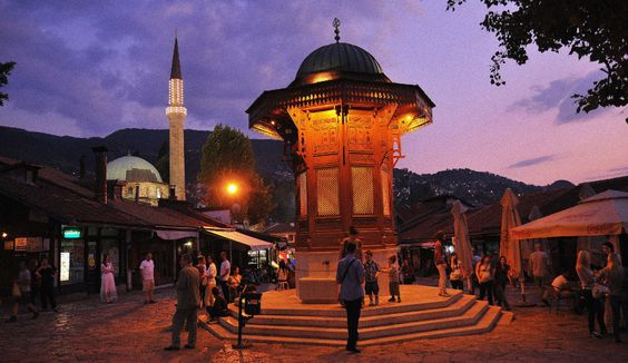 Hello Holy Days! uses a photo of a mosque in Bosnia to show that sunset can be depicted with the color purple and to assert that Ramadan's official colors are purple and yellow.