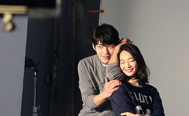 A new couple has just been captured by Dispatch cameras: Kim Woo Bin (26) and Shin Min Ah (31)..