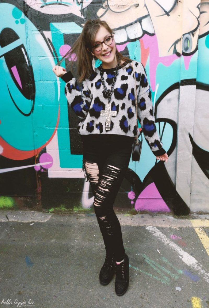Autumn gyaru outfit with leopard print