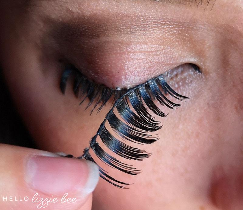 Removing false lashes