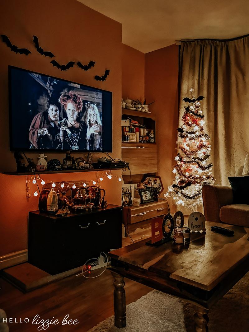 Spooky halloween room decor by hellolizziebee