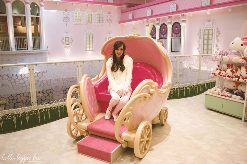 Hello Kitty Carriage at Puroland