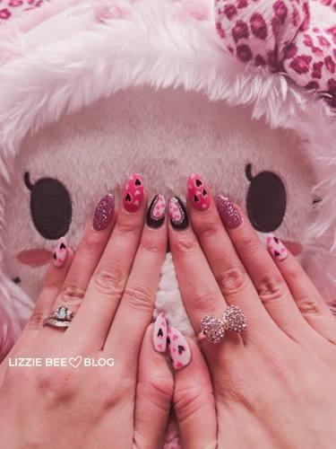 short gyaru nails in a pink leopard print
