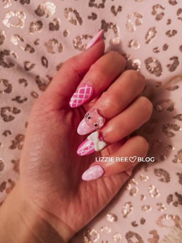 Kawaii hello kitty nails