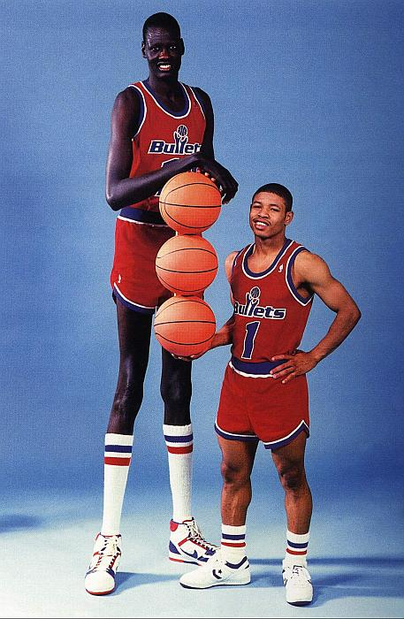 Muggsy Bogues wins the ESPY for shortest player in the NBA.
