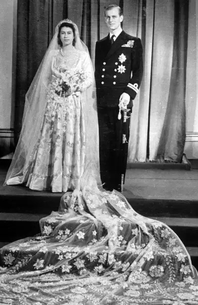 An Exhibition Fit For A Queen Hartnell To Amies Couture
