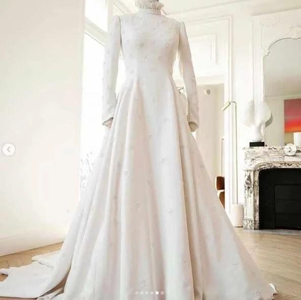 Ellie-Goulding-Chloe-wedding-dress-display