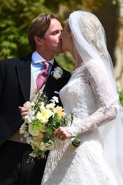 royal-wedding-kiss
