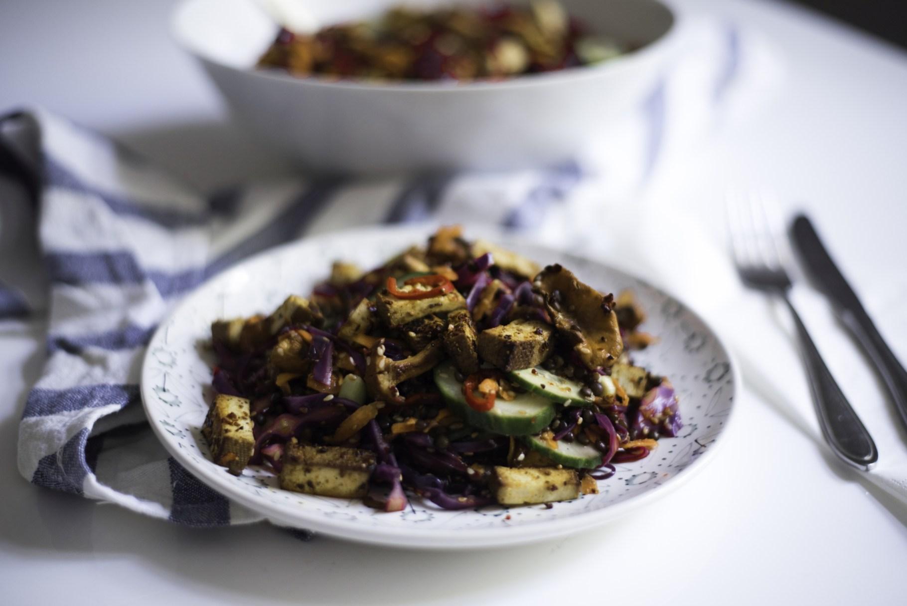 Wintersalat mit Linsen und Tofu