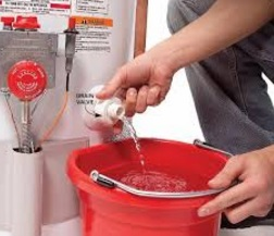 membersihkan tangki water heater